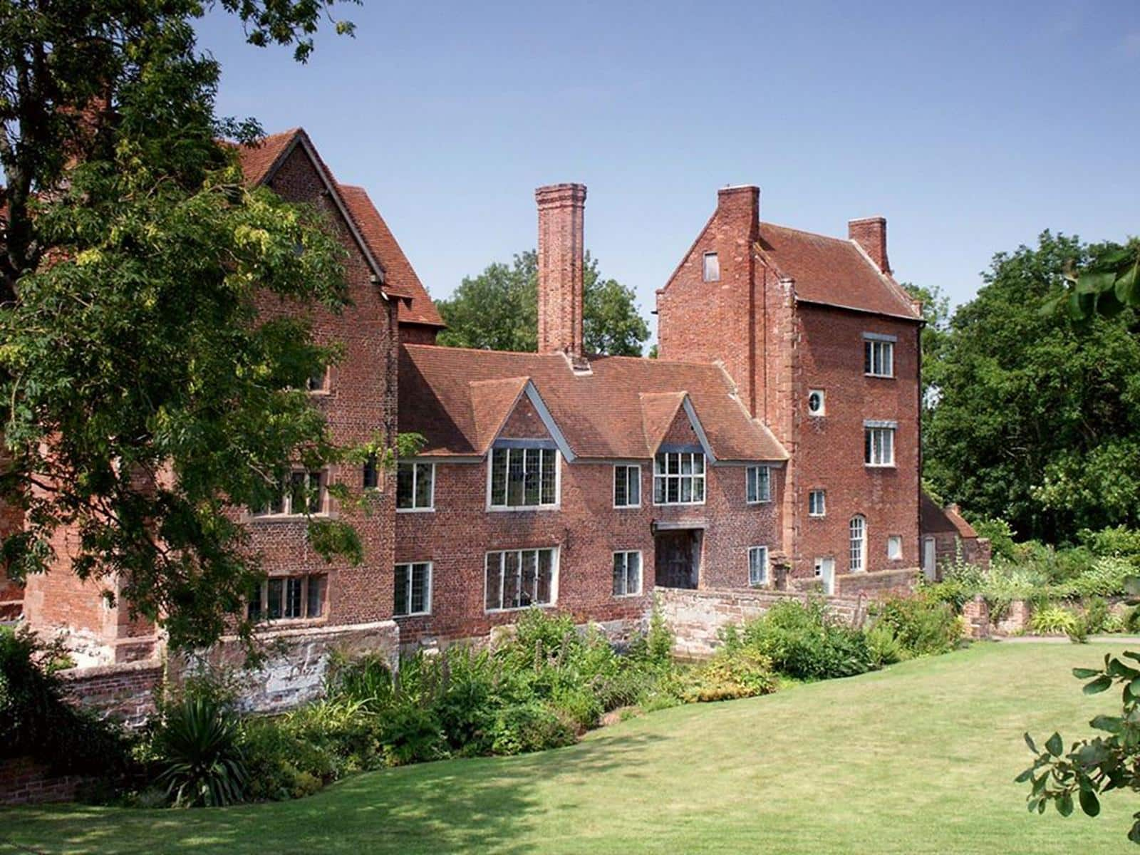 Harvington-hall-kidderminster-01