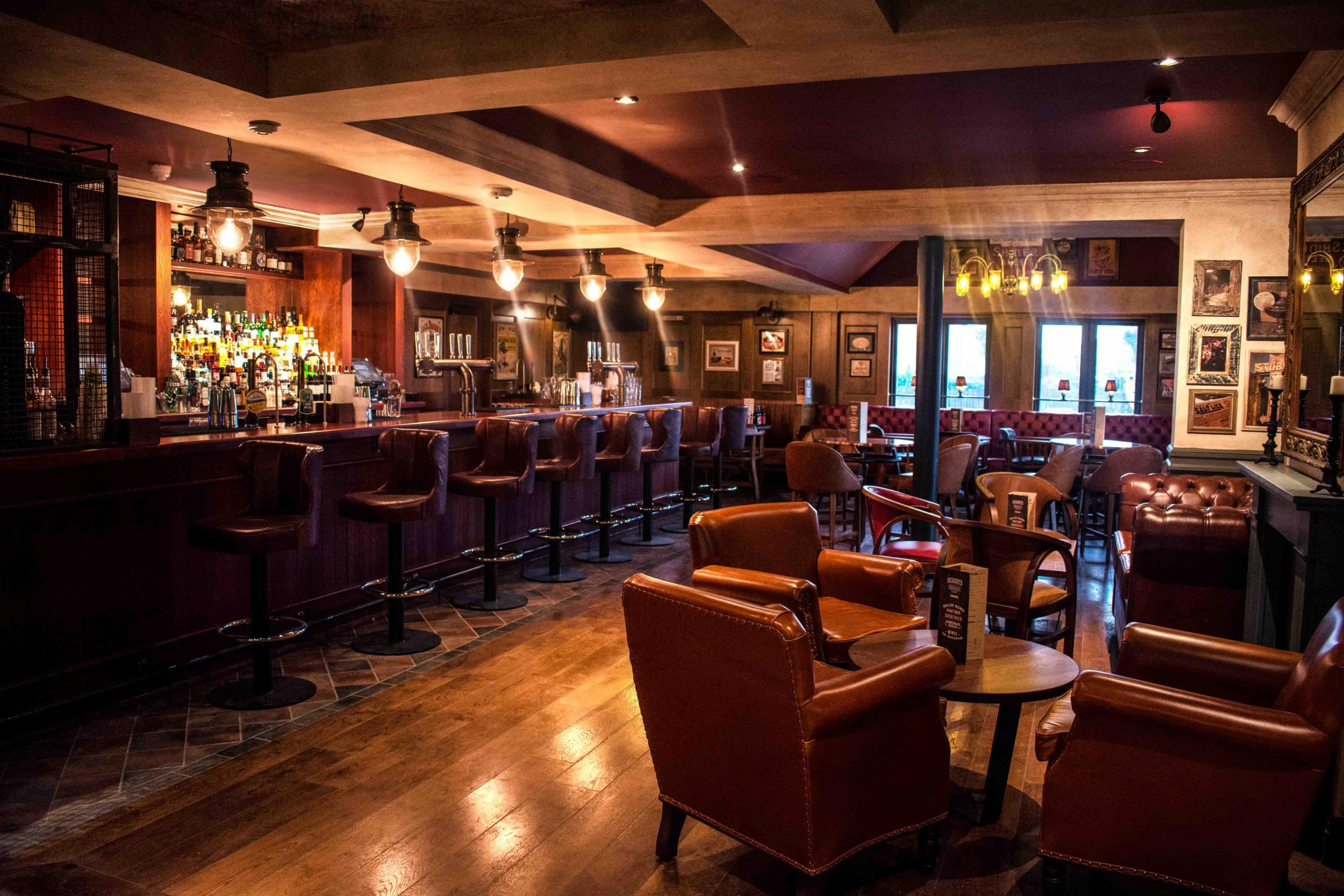 Hickorys-Southport-Bar-Area-Low-Res-1.jpg
