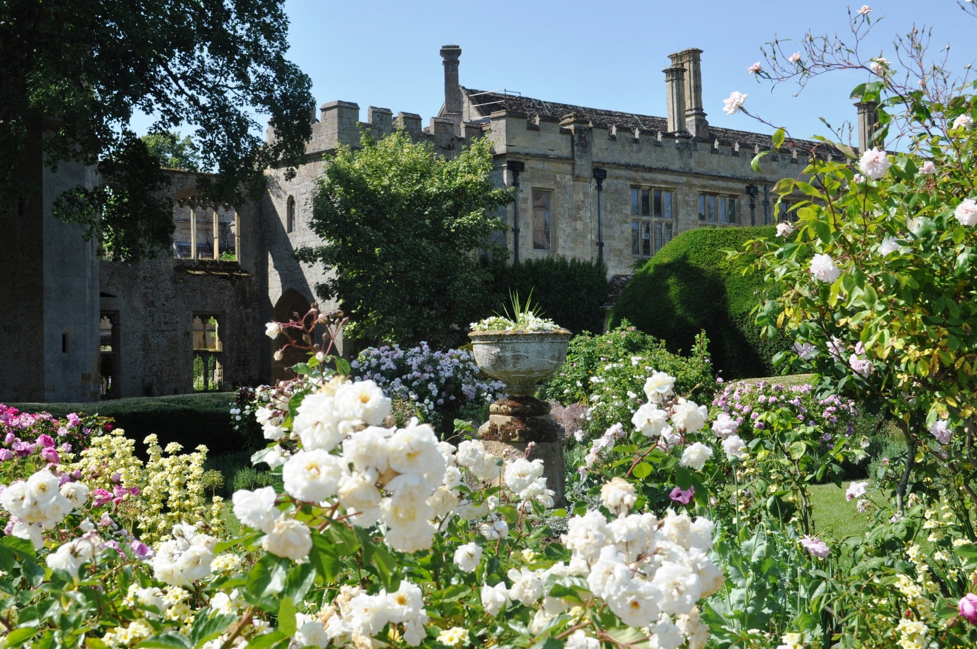 Sudeley-Castle-Queens-Roses-Garden.jpg